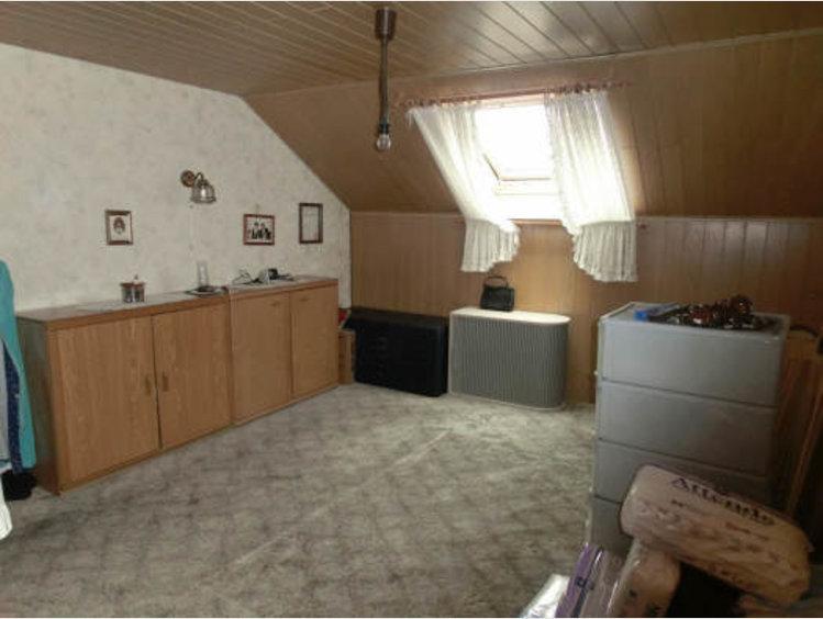haus zum kauf 7 zimmer in wadern ref 4010818. Black Bedroom Furniture Sets. Home Design Ideas