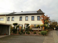 Renditeobjekt / Mehrfamilienhaus zum Kauf 7 Zimmer in Weiskirchen - Ref. 4915883