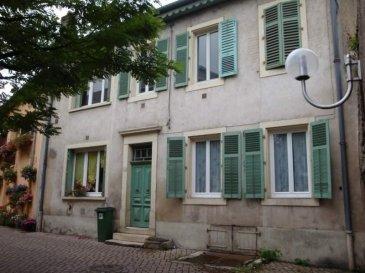 JEZAINVILLE . Immeuble de rapport comprenant au RDC deux F2; A l'étage : un F3 et un F5 au 1er en duplex. Possibilité de créer un autre logement sur cour. Actuellement 3 appartements loués.
