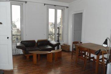 Magnifique F4 meublé rénové - avenue des vosges. Magnifique F4 meublé rénové - avenue des vosges <br>Situé avenue des vosges, au coeur de Strasbourg et à proximité de toutes les commodités, dans une immeuble agréable et entretenu, magnifique F4 meublé de 90m² au 4ème étage sans ascenseur avec balcon,  <br><br>Il comprend une entrée avec placard, un séjour, deux chambres dont une avec placards muraux, une bibliothèque, une cuisine complètement aménagée et équipée, une salle de bain avec baignoire et WC.<br>Chauffage individuel au gaz<br> Libre à partir du 11 octobre 2016<br> Loyer : 860€ <br>Charges : 65€<br> Honoraires : 832.50€ TTC  <br>HEBDING IMMOBILIER<br> 03 88 23 80 80 Soit 860.00 euros/mois de loyer HC + 65.00 euros de provision sur charges/mois.