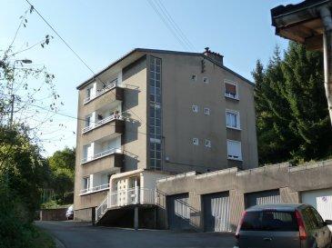 Algrange à 15 kms de la fontière luxembourgeoise et à quelques minutes de l'axe autoroutier Luxembourg/Metz, ce bel appartement fait partie d'une petite copropriété de 4 lots dans un secteur très calme. Il est situé au 3ème et dernier étage de l'immeuble avec vue imprenable. Il se compose d'une entrée, d'une cuisine aménagée, un salon/séjour avec balcon, trois chambres, une salle de bains, un wc séparé, un cellier. Une cave de 17 m², un garage et un très beau jardin complète complète ce bien. Grande cour commune. Chauffage individuel au gaz, double vitrage PVC, charges de copropriété très faibles.  DPE et GES en cours. Contacter Daniel Marocchini au 06 33 23 33 03