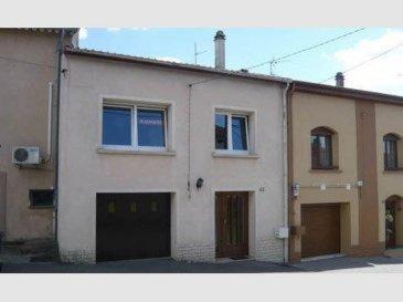 NOUS VENDONS à WALDWISSE (Moselle),  à proximité des frontières avec l\'Allemagne et le Luxembourg ;  Une maison de village mitoyenne des deux côtés et sa cour arrière privative de 35 m2 à l\'abri de tous les regards. Il s\'agit d\'une construction traditionnelle de 1976.  La maison offre en plain-pied et étages une surface totale habitable de 144 m2 comprenant notamment :  En plain-pied  : Une cuisine aménagée et équipée, de 12,45 m2 avec accès direct à la cour intérieure ; Un espace bureau de 8,71 m2 WC Buanderie.  A l\'étage : Un salon et séjour de 22,86 m2 ouvert sur une seconde cuisine aménagée et équipée, Trois chambres, Un dressing, Une salle de bains WC séparé  En combles : Une chambre récemment aménagée de 10,40m2.  Avec un garage pour le stationnement d\'une voiture.  *** Fenêtres en DV PVC OB de 2009 *** Chauffage central au fuel. *** Poêle à bois. *** Taxe foncière 310 €.  IL N\'Y A PAS DE TRAVAUX à PREVOIR. LIBRE DE SUITE.   CONTACT : ABEL IMMOBILIER au 03 87 36 12 24 ou directement le commercial Gérard STOULIG au 06 03 40 33 55  NB : Les frais d\'agence sont inclus dans le prix annoncé.