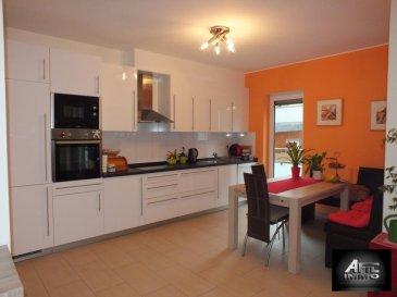 L&lsquo;agence immobilière AFIL IMMO vous propose ce bel appartement dans une petite copropriété d&lsquo;une construction de 2013.<br><br>Ce bien, chaleureux et accueillant, se décline comme suit: <br><br>- hall d&lsquo;entrée divisant toutes les pièces,<br>- cuisine équipée ouverte (14,61m²) avec débarras,<br>- salon/salle à manger (24,18m²) avec accès direct sur terrasse (16m²) et jardin privatif (45m²),<br>- 2 lumineuses chambres à coucher ( 12.19 m² et 14.97 m²)<br>- un débarras qui peut être transformé en WC séparé,<br>- une salle de douche avec baignoire au coin et grande fenêtre.<br><br>De plus, cet appartement vous offre une cave privative, buanderie commune et 2 emplacements intérieurs. <br><br>Pour plus d&lsquo;informations ou pour une visite, veuillez contacter Madame Sao MUACHO ou Jennifer DA FONSECA au 54 02 44 ou sur notre site www.afil.lu<br><br />Ref agence :2242514