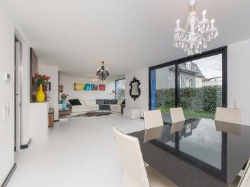 Jonathan FORRETT, RE/MAX Partners, spécialiste de l'immobilier à Frisange vous propose en exclusivité cette superbe maison libre des 3 côtés sur un terrain de 3 ares. Construite en 2011, elle dispose d'une superficie habitable de 230 m² pour 330 m² au total.  La maison se compose au rez de chaussée, d'un hall d'entrée avec placard intégré, d'une cuisine entièrement équipée avec îlot central (environ 16m²) un grand living avec meuble sur mesure (environ 43m²) donnant accès sur l'extérieur, d'un wc séparé ainsi qu'un garage (environ 18m²)   Au premier étage, trois grandes chambres à coucher (environ 13m², 15m², 16m²), une quatrième chambre actuellement en dressing (environ 13m²) et deux salles de bain avec baignoire, douche, vasque et  wc.  Au deuxième étage, un Open Space  (environ 70m ² au sol) avec climatisation réversible   Sous sol : Un local technique, une buanderie, une salle de bain avec douche, vasque et wc, une salle de sport (environ 10m²) ainsi que 2 pièces habitables (environ 16m² et 27m²)   Extérieur : un jardin, une terrasse de 18m² et 2 emplacements à l'avant.  Superbe maison à découvrir, offrant d'excellentes prestations: triple vitrage, store orientable électrique, alarme, aspirateur centralisé, sol coulé résine blanc,  isolation extérieur.  Située à 15 minutes de Luxembourg ville.  Disponibilité à convenir.  Contact : Jonathan FORRETT au +352 621 301 943 ou jonathan.forrett@remax.lu