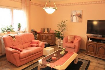 Ludelange - Tressange :   Dans un secteur calme, agréable maison jumelée de 131m² composée d'une cuisine donnant sur terrasse, un vaste salon séjour, 3 grandes chambres, salle d'eau, salle de bain. Possibilité bureau. Chauffage gaz, DV PVC.  Sous-sol, Garage, Jardin sans vis-à-vis.   En attente DPE.   LENOIR IMMOBILIER : Vente, Location, Gestion, Syndic.  www.lenoir-immobilier.fr
