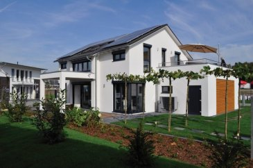 Schlüsselfertiges Haus der Energieklasse AAA auf Keller mit Grundstück  Grundstücksgröße: 9,20 ares (Commune Flaxweiler)  INKLUSIVE: + 3 Schlafzimmer, 170m² Wohnfläche + Fundamentplatte inkl. 140 mm Dämmung + Passiv-Plus-Wand 383mm, U-Wert = 0.10W + Luftwasserwärmepumpe oder Holzpelletheizung + Heizungsunterstützende Solaranlage 7,8m² inkl. 600 Ltr. Pufferspeicher, + Fußbodenheizung mit Einzelraumregelung, + Sole-Erdwärmetauscher, + Gäste WC, Bad + Maler Tapezierarbeiten + Bodenbeläge + Multimedia + Blower Door Test + Architektenleistung