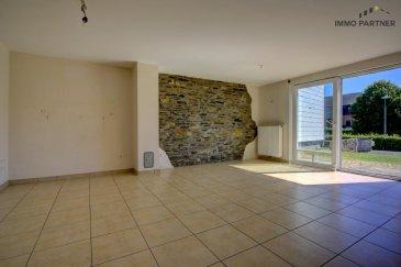 Maison à Basbellain.<br><br>Composition de la maison :<br>Rez-de-chaussée : Hall (5,73 m²), Living/ cuisine ouverte(37,22m² ), garage, chauderie/débarras (8,02 m²), <br><br>1er étage : deux chambres à coucher (16,83 et 11,71 m²), salle de bain avec baignoire/douche, lavabo (4,83 m²). WC séparé<br><br>2ème étage : 1 chambre à coucher avec dressing (25m² ) <br><br>Jardin privé, situation calme<br>Animaux non acceptés<br><br>Disponible immédiatement <br><br>Conditions :<br>Caution locative : ? 3.900.-<br>Frais d'agence : ? 1.300.- + 17% TVA<br><br />Ref agence :1391193