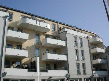Appartement 3 pièces de 67 m2 à Strasbourg Koenigshoffen  Vous y trouverez un séjour de 20 m2 avec accès à la terrasse sud de 8 m2, une cuisine de 10m2, deux chambres de 11m2 et 11m2 ainsi qu'une salle de bain avec baignoire  Un garage et une cave complètent l'équipement de cet appartement  Honor. 6% inclus.  Copropriété de 24 lots principaux. Montant moyen mensuel de la quote-part du budget prévisionnel à la charge du vendeur pour les dépenses courantes : 135e