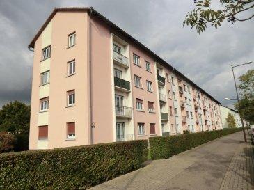 Appartement 4 pièces de 70 m2 Refait à neuf, en très bon état Situé à Strasbourg Cronenbourg  Vous y trouverez un séjour de 22m2, une cuisine équipée, trois chambres de 12m2 - 11m2 - 10m2 ainsi qu'une salle de bain avec baignoire.  Honor. 3,20% inclus. Copropriété de 32 lots principaux. Montant moyen mensuel de la quote-part du budget prévisionnel à la charge du vendeur pour les dépenses courantes : 80 euros