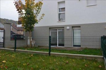 Coquet appartement en RDC dans bâtiment récent.<br>Comprenant terrasse close de 25m2 avec portillon.<br>Cuisine équipée, séjour et une chambre<br>Un local partagé pour vélo ou tondeuse<br>et un stationnement exterieur <br><br>Trés belles prestations<br>A voir<br>DPE C<br>