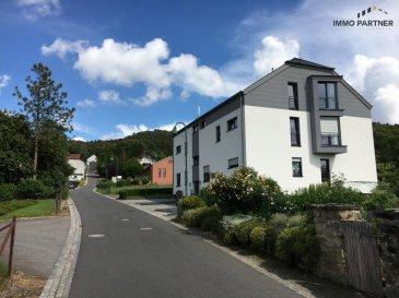 Appartement à Nommern, située au centre du Grand-Duché de Luxembourg.<br><br>Environnement calme et bâtiment de très haut standing. <br><br>Classe énergétique 'B/B'. <br><br>Composition:<br><br>Premier étage: deux chambres à coucher, salle de bain/douche avec W.C.<br>Deuxième étage: Spacieux living avec sortie terrasse, cuisine équipée, W.C. séparé.<br><br>2 emplacements intérieur, 2 caves, buanderie commune.<br><br>Animaux ne sont pas acceptés<br><br>Conditions :<br>Loyer : EUR 1.330.- <br>Caution locative : EUR 2.500.- <br>Charges: EUR 190.-<br>Frais d'agence : EUR 1300.- + 17% TVA<br />Ref agence :1391187