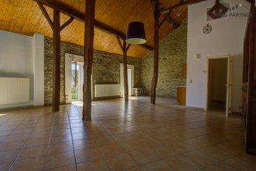 Appartement à Basbellain.<br><br>Composition :<br>Living/ cuisine ouverte (76m² ), une chambre à coucher (13,24 m²), salle de bain Avec douche, lavabo (6,12 m²), WC séparé (2,56 m²)<br><br>Jardin privé, situation calme<br>Animaux non acceptés<br><br>Disponible immédiatement <br><br>Conditions :<br>Caution locative : ? 2.400.-<br>Frais d'agence : ? 800.- + 17% TVA<br><br />Ref agence :1391194