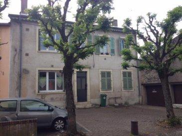 IMMEUBLE DE RAPPORT Composé de 2 appartements  f2 en  RDC, un F3 et un F5 à l\'étage.  Tous loués. Un studio à rénover sur cour. Rapport locatif : 11%