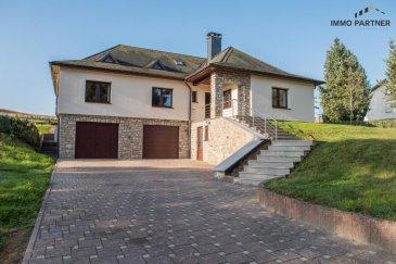 Maison spacieuse et lumineuse à Boevange.  Composition de la maison : Sous-sol : double garage, chaufferie,  Rez-de-chaussée : Hall (8.92 m²), Living (38.37m²), cuisine (15.25m²), débarras (3.66m²),  Salle de bain (7.93 m²), WC séparé (1.49m²),3 chambres à coucher (11.55, 15.8 et 14.04 m2) 1er étage : 5 chambres mansardées, salle de douche et WC séparé.  Jardin privé, situation calme  Possibilité de louer en plus deux bureaux se trouvant dans la cave de la maison : Bureau de 21.73 et 12.5 m² avec cuisine de 14.8 m2 Prix du loyer complet : maison + bureaux 1.700 € + charges   Disponible immédiatement.  Caution: 3x loyer mensuel (garantie bancaire possible) Frais de l'agence: 1x  loyer mensuel + TVA  Ref agence :1391204