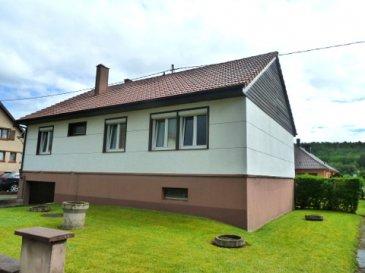 Maison 5 pièces sur un niveau  Terrain de 6,79 ares à WIMMENAU 67290    Surface au sol env. 90 m2  RDC  90 m2 au sol Lino et carrelage.     Cuisine (3,40 m x 2,30m)  Séjour et SAM (6,88 m x 3,40m) donnant sur un balcon  Chambre (3 m x 3m)  Chambre (4 m x 2,40 m) Chambre (4m x 2,40 m) avec un petit placard  Chambre (3,60m x 3,20 m) avec un petit placard SDB 3,70 m2 WC séparé   Sous sol :   Grand garage (8 m x 3,70 m)  2 Caves  28 et 32 m2   Dépendances :  Abris pour bois et poulailler en dur Un abri garage en bois  Prix de vente : * 119 500 €  Soyez les premiers à faire une offre !!!  Diverses indications:  Adresse : WIMMENAU  à 7 km d'Ingwiller et d'une gare SNCF  Maison des années 1970  Chauffage poêle mazout et poêle à bois Fenêtres double vitrage PVC et bois volets roulants