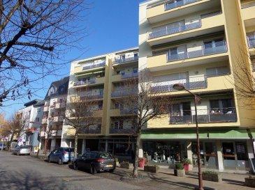 Tempocasa vous propose en exclusivité un appartement de 58m² situé au 5 étages à Mondorf-les-Bains. L'appartement est composé d'un hall d'entrée, d'une salle à manger, d'une cuisine équipée semi-ouverte, d'une chambre à coucher, d'une salle de bains et d'un WC séparé. L'appartement contient aussi une buanderie commune, une cave de 10m² et d'un ascenseur. L'appartement est située à 100 mètres du Domaine Thermal et du Parc.