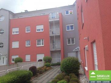 Appartement meublé dans la rue de l'ouest à Belair.  Le bien se trouve au 3e et dernier étage et a une surface 116m2 et se trouve sur 2 niveau. Cuisine ouverte sur le séjour, 1 chambre à coucher avec une salle de bains, mezzanine (2e chambre), terrasse, parking lift pou 1 voiture, possibilité de louer un deuxième parking, buanderie,  L'appartement est entièrement meublé, lave linge + sèche linge, parquet, Libre de suite Loyer: sur demande Charges: 250.-€ Garantie Bancaire: 3 mois de loyer sans charges Frais d'agence: Loyer sans charges +17% de TVA