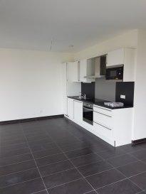 Appartement deux chambres proche de toutes commodités, libre de suite. Se composant d'une cuisine équipée, wc séparé, parking intérieur et cave.