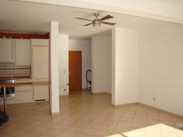 Bel Appartement lumineux avec grande terrasse plein sud (47m²)  donnant sur l'arrière (situation très calme) d'une résidence récente et soignée. <br><br>Le bien se compose comme suit:<br>-   Hall d'entrée, <br>-   Grand living avec sortie sur une terrasse, <br>-   Cuisine équipée <br>-   Hall de nuit donnant sur 2 chambres à coucher avec sortie sur la même terrasse,<br>-   2 débarras dont 1 avec raccordement m.à.laver<br>-   Grande terrasse de 47m²<br>-   Salle de bains (baignoire, douche, lavabo, WC)<br>-   WC séparé, <br>-   2 emplacements intérieurs privatifs<br>-   Grande cave privative (7m²) et buanderie commune <br>** pour info: l'appartement sera entièrement remis en peinture **<br>Appartement idéallement situé dans une rue très tranquille et proche de toutes commodités:<br>le site de BELVAL et UNI-Lux à 10 min, arrêt de bus à 2 min, centre commerciaux et autoroutes <br><br>** Disponible à partir du 01-08-16 **<br><br />Ref agence :1722497