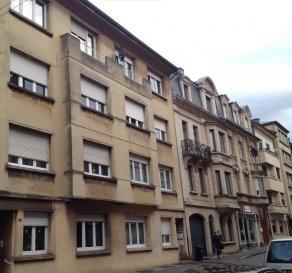 Très joli appartement, complètement rénové en 2013, Appartement moderne dans une résidence au cœur d'Esch-sur-Alzette.  L'appartement comprends : hall d'entrée, salon/séjour lumineux donnant accès sur balcon, cuisine équipée, 2 chambre, salle de bain, cave, buanderie.