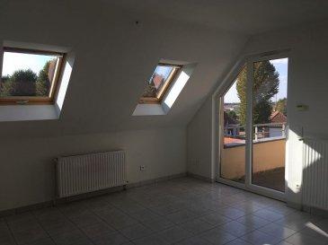 Phalsbourg, proche centre : dans immeuble récent : bel appartement F2 au 2ème et dernier étage avec balcon et parking. chauffage gaz de ville. Libre.