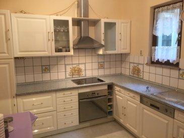***NOUVEAU PRIX*** Nous vous proposons cet appartement de 89 m² idéalement situé en centre ville, à 5 minutes de la gare, proche de toutes commodités, se composant d'un hall d'entrée, un salon, une salle à manger, une cuisine, une salle de bains, un débarras, 2 chambres à coucher, un balcon et une cave.