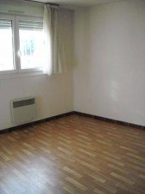 Appartement de type  F2, situé au RDC :   Entrée - Cuisine aménagée - Grand salon - 1 Chambre - Salle de bains - Cagibi - WC - Cave