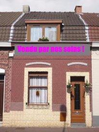 Tourcoing St Gérard 3 chs+jardin. Jolie maison semi-flamande rénovée et chaleureuse offrant un beau séjour une cuisine équipée, une véranda,  3 chambres+grenier aménageable et un jardin soigné.