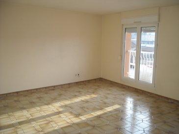 Appartement de type F4 comprenant : Entrée avec placard / Grande Cuisine / Salon-Séjour / 3 Chambres / Salle de bains / WC / Cave  Chauffage électrique