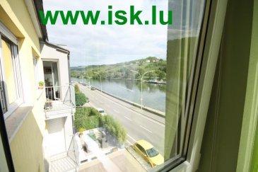 Très bel appartement avec 3 chambres à coucher VUE MOSELLE<br>Living lumineux en L avec grand coin cuisine équipée et balcon<br>WC sép. salle de bains. buanderie privée dans l'appartement.<br>3 chambres à coucher dont 2 très grandes avec vue Moselle<br />Ref agence :916578