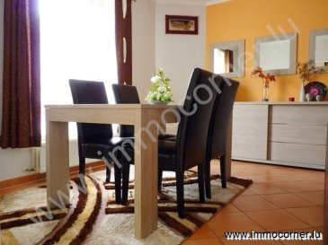 Immo Corner, votre agence disponible 7j/7j vous propose à Luxembourg/Gasperich.  Appartement (rez-de-chaussée) très soigné de 71m2 avec 2 chambres à coucher. L'appartement a été récemment rénové.   Le bien se compose comme suit: -       hall d'entrée avec deux armoires encastrées, ° espace pour machine à laver dans l'une des armoires.  -       espace reprenant living, salle-à-manger et cuisine, ° belle cuisine équipée munie d'une plaque de granit.  -       chambre à coucher 12m2, -       chambre à coucher de 10m2, -       salle de douche de 5,5m2 avec douche, lavabo et wc.  Hauteur des plafonds: 2,57m.   -       cave privative de 5,7m2 avec prise 220V, -       emplacement privatif à l'intérieur de 20m2, -       parkings communs devant la résidence,  -       local commun pour sécher les vêtements, -       local poubelle, -       jardin commun.    Informations diverses: -       appartement très soigné et bien entretenu, -       chauffage au gaz, -       fenêtres avec double vitrage,  -       grand emplacement intérieur, -       pas de frais à prévoir au niveau de l'appartement, -       pas de frais à prévoir au niveau de la copropriété,  -       classe énergétique F/F.  Pour toute information supplémentaire votre agent Immo Corner se tient à votre entière disposition. Immo Corner – 621547474.  Immo Corner offre à ses clients une camionnette gratuite pour leur déménagement.