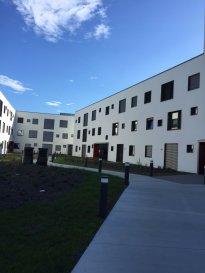 Sublime appartement :  - Séjour/Cuisine de 45.4 m2 - Chambre 1 de 17.1 m2 - Chambre 2 de 12.5 m2 - Chambre 3 de 11.8 m2 - Chambre 4 de 10.3 m2 - Salle de bain de 5.0 m2 - Salle de douche de 3.3 m2 - WC 1 de 1.4 m2 - WC 2 de 2.0 m2 - Couloir de 12.5 m2 - Loggia de 6.2 m2  - Cave n° 4E de 5.1 m2 - Parking n° 5E + 6E  Parking & cave inclus dans le prix  Prix: 591 481 € (3% de TVA inclus) Prix: 640 813 € (17% de TVA inclus)  Nous vous invitons à nous rendre visite ou contacter l'un de nos commerciaux pour plus d'informations.  Mr. Marc Risch 621210333  Mr. Moura Jemp 621216646   Les surfaces et superficies sont indicatives  Rejoignez-nous sur Facebook : Newjomar Belval