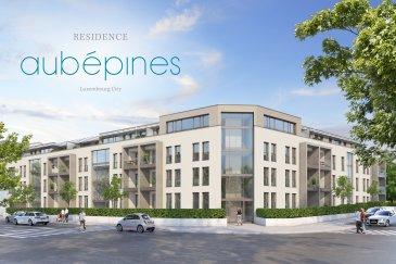 Composée de 34 appartements avec des surfaces d'habitation variant entre 50 et 164 m2, la « Résidence Aubépines » située entre les quartiers de Merl et Belair, propose une architecture contemporaine et élégante tout en étant intemporelle.  PENTHOUSE A.3.1  Penthouse A3.1. Au troisième étage de la résidence, 163,3 mètres carrés de surface habitable avec 3/4 chambres à coucher, une terrasse de 51,5 m2, une cave de 17,4 m2 et deux emplacements de parking.   Le concept couleurs et les matériaux haut de gamme utilisés à l'intérieur comme à l'extérieur en font un ensemble harmonieux. Les aménagements extérieurs soignés complètent cet immeuble et garantissent une belle qualité de vie et un investissement sûr.   Classe énergique BB, caves spacieuses, parkings et ventilation centralisée au sous-sol vous donnent un confort maximal.  Venez découvrir notre service client et les autres avantages que Residence Concept S.A. vous offre avec l'acquisition de votre appartement.   Les prix s'entendent TVA 3% comprise, sous réserve que la demande d'application du taux super-réduit du réservataire soit acceptée par l'Administration de l'Enregistrement et des Domaines.   La surface renseignée est la surface habitable de l'appartement. Elle est a majorer par les surfaces des balcons / loggias / terrasses et espaces verts privatifs.   Residence Concept S.A. se réserve le droit de modifier les prix à tout moment et sans avertissement préalable.  ---  Die