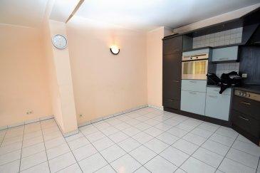 RE/MAX SELECT vous propose à la vente cet appartement proche du centre-ville de Differdange. Situé au deuxième étage d'un bâtiment de bonne construction, il se compose d'un grand living donnant sur un balcon et cuisine ouverte, d'une grande chambre avec également un balcon et d'une salle de bain avec baignoire pouvant accueillir encore une douche et vos machines. Une cave et un garage fermé individuel complètent ce bien.