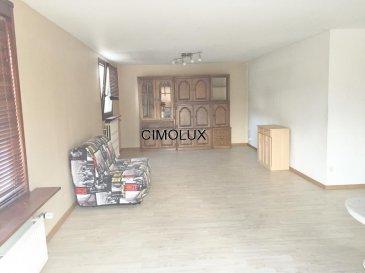 L'agence CIMOLUX vous propose une maison libre des 3 côtés situé à Ehlange.<br><br>La maison dispose:<br><br>Au rdch: un hall d'entrée, une chambre, une salle de douche, une buanderie, un bureau, un garage pour 2 voitures et une grande pièce.<br>Au 1er étage: un salon/salle à manger, une cuisine équipée séparée, un bureau et une salle de bain.<br>De plus la maison dispose des emplacements extérieurs.<br><br>La maison peut également être utilisé comme commerce au rez-de-chaussée et appartement au 1er étage.<br><br>Pour plus d'informations veuillez contacter l'agence on parle français, portugais, luxembourgeois, allemand, anglais et italien.<br><br>Pour l'obtention de votre crédit, notre relation avec nos partenaires financiers vous permettront d'avoir les meilleurs conditions.<br />Ref agence :1441804