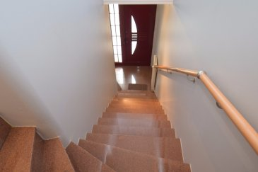 RE/MAX, spécialiste de l'immobilier a Fingig ( Bascharage ) vous propose en vente cette belle maison libre des 3 cotes + un entrepôt, le tout posé sur un terrain de 4.83 ares.  Descriptif du bien:  au RDC se trouve un entrepôt d'env. 178m2 avec une kitchenette, un WC, bureau et local pouvant servir de stockage ou petit commerce de proximité avec une cave.  Au dessus de l'entrepôt se trouve la maison sur 2 niveaux d'env. 215m2 qui se compose comme suit:  1er étage :  couloir, hall d'entrée    15.71m2 cuisine                        14.01m2 living/salle a manger    39.13m2 1 chambre de              13.09m2 WC séparé                    2.70m2 buanderie                     7.16m2  au 2éme et dernier étage:   cage d'escalier/couloir 19.86m2 salle de bain               11.52m2 chambre 2                  10.64m2 chambre 3                  21.11m2 chambre 4                  21.20m2 chambre 5                  23.29 + salle de bain privative de 9.66m2   Grenier ( HT. max. 1.61) de 55m2 Terrasse a l'arrière de la maison donnant sur le salon/cuisine de 43m2 ainsi que le jardin autour d'env. 300m2
