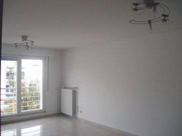 Bel appartement lumineux avec balcon au coeur du quartier Limpertsberg. <br><br>** 1er location après remise en peinture et parquet rénové**<br>L'appartement qui se trouve à l'arrière d'une résidence soignée se compose comme suit:<br>-  Hall d'entrée<br>-  Living avec sortie sur balcon<br>-  2 chambres à coucher (parquet)<br>-  Cuisine entièrement équipée <br>-  Salle de bains (baignoire et raccordement machine à laver), WC séparé, <br>-  Cave privative, buanderie commune <br>-  Emplacement souterrain pour une voiture<br><br>** Disponible le 01-08-16**<br><br>Situé à moins de 10 minutes à pied du Centre-Ville, proche des institutions européennes, du Kirchberg, commerces à proximité. <br><br>Detail de location:<br>=============<br>Loyer:                        1.750 €<br>Charges:                      150  €<br>Garantie locative:    3.500 €  (2 mois de loyer)<br>Frais d'agence:         2.048 €  (1 mois de loyer +17% Tva)<br><br><br><br><br> **Disponible le 01-08-2016**<br />Ref agence :1722494