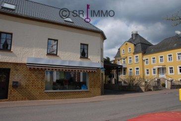 Das Objekt verfügt über eine Verkaufsfläche von ca. 180 qm und zusätzlich noch ca. 200 qm Lagerfläche. <br><br>Ein ca. 14 qm großer Kühlraum, sowie ein ca. 12 qm großer Tiefkühlraum sind vorhanden. <br><br>Das Mietobjekt liegt günstig im Dorfkern von Körperich. In der näheren Umgebung befinden sich das Alten- und Pflegeheim St. Vinzenzhaus, eine Metzgerei sowie ein Hotel. <br><br>Das Gebäude kann als Dorfladen, Getränkemarkt, Bäckerein mit Cafe, Floristikladen, Fitness- und Gesundheisteinrichtung, Apoteke, Drogerie oder als physikalische Therapiestätte und vieles mehr genutzt werden. <br><br>Es kann auch in Teilen vermietet werden. <br><br>Stellplätze für mehrere Autos stehen zur Verfügung.<br><br>In der Vorauszahlung der Nebenkosten von 50 &euro; sind enthalten: Wasser, Abwasser, Müll, Grundsteuer und Gebäudeversicherung.<br><br>Die Strom- und Heizkosten (Elektroheizung) übernimmt der Mieter.<br><br>Mietkaution 2.000 &euro; (zwei Kaltmieten)<br><br>Keine Maklerprovision<br><br><br>Energieverbrauch Wärme dieses Gebäudes: 66 kWh (m² a) <br>Energieverbrauch Strom dieses Gebäudes: 152 kWh (m² a) <br><br><br />Ref agence :100745