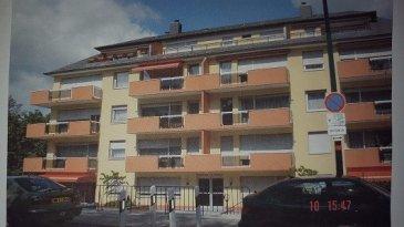Appartement de 60 m2 avec Hall, Cuisine équipée, grand Living, 1 chambre à coucher, Salle de Bains,  Balcon, Cave, Parking intérieur.