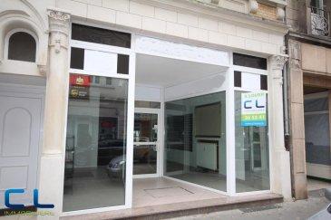 Local commercial situé  à 20 mètres de la rue piétonne (rue de l&lsquo;Alzette). Le local bénéficie d&lsquo;une grande visibilité grâce aussi a sa grande vitrine. Outre les 95 m2 de surface commercial, le local dispose aussi d&lsquo;environs 50 m2 de cave aménagé.<br>Le local est dans un excellent état et est libre de suite. <br />Ref agence :EALVXS7-B