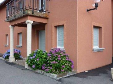En résidence, appartement en rez de jardin 32 m² avec terrasse.  Cuisine équipée sur séjour, 1 chambre, 1 salle de douche, WC, vasque.  Possibilité garage en sus