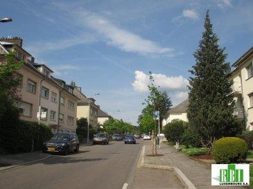 Luxembourg-WEIMERSHOF, prochainement, nouveau projet avec 5 appartements de qualité supérieure,  app. 2 au 1er (niveau rez de jardin à l'arrière)  , 2 ch. 72,81m2 + BALCON de 4,30m2 + TERRASSE de 15m2 environ et JARDIN PRIVATIF de 60m2 environ,   sdb avec fenêtre, exposé est-sud-ouest , cave, buanderie, cave vélos et poussettes, prix au m2 hors valeur jardin environ 9.500€ au m2 ce qui bien moins cher que la plupart des autres projets dans le quartier Weimershof et Kirchberg,  proche Kirchberg - Communautés Européennes, secteur financier, centres médicaux, centre commercial, piscine, cinéma et accès autoroute, transport public et proche d'un arrêt du futur tram , le Weimershof est un des meilleurs quartiers de la Ville et des plus demandés -  possible avec ou sans parking intérieur (supplément de 51500€) prix indiqué de l'appartement avec  tva à 3%, ( si  résidence principale - demandes que par écrit - nous avons l'exclusivité de la vente<br>par notre société AAA Immobilière, Accounting et Taxes, on peut vous aider pour votre déclaration fiscale personnelle<br />Ref agence :2449067