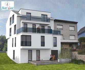 Joli appartement dans une nouvelle résidence de 5 appartements en future construction. Appartement situé au 1ère étage avec 65,04 m2 habitable et un balcon de 4,88 m2. L'appartement dispose 1 chambre à coucher, living et salle à manger. Cuisine séparée . Salle de bain .  -Immeuble à 5 unités, Passeport énergétique « B B », Façade isolante de 16 cm, Accès au garage par ascenseur, -Toiture en zinc quartz, Gardes des corps extérieur en verre coloré, -Gardes des corps intérieur en inox, Panneaux solaires pour l'appui l'eau chaude, Chauffage au sol, -Sanitaires en meuble, Ventilation contrôlée double flux, -Menuiseries anthracite triple vitrage, Volets électriques, -Portes balcons-terrasses coulissantes, Aspirateurs individuels avec tuyauteries encastrés, Vidéo parlophone en couleur, System d'alarme individuel sans fille.  Ref agence :A4-AVALA II-E1