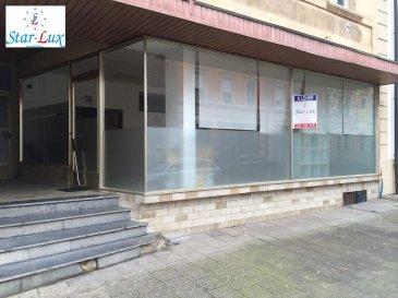 Avis aux investisseurs joli grand commerce de 230 m2 au centre de Differdange. Grande vitrine de coin. Local équipé avec la centrale téléphonique. Actuellement loué pour 2.500,-€ hors charges. Proche de la P&T, Caisse Maladie, Commerces, Banques, Pharmacie, etc.<br><br><br />Ref agence :C-61-LIB-DIFF