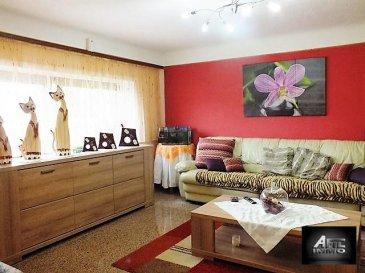 L'agence immobilière AFIL IMMO vous propose un appartement, au 2ième étage sans ascenseur, dans une petite copropriété à 4 unités. Situé dans une rue calme et sans issue avec large possibilité de stationnement.<br><br>Cet appartement, chaleureux et conviviale, vous offre:<br>- un hall d'entrée séparant toutes les pièces de l'appartement,<br>- une cuisine équipée ouverte sur salon et salle à manger,<br>- 2 chambres à coucher (dont une mansardé) avec possibilité de faire une 3ième chambre au grenier,<br>- spacieuse salle de douche avec placard encastré (rangements, buanderie, etc)<br><br>Ainsi qu'un garage box fermé et un jardin privé viennent compléter ce bien.<br><br>Renseignements supplémentaires:<br>Charges faibles,<br>une nouvelle chaudière a été installée en 2015.<br><br>Pour plus d'informations ou pour une visite, veuillez contacter l'agence au 54 02 44.<br><br>Si vous comparez ce bien au votre, n'hésitez pas à nous contacter pour une estimation gratuite. L'agence Immobilière AFIL IMMO  possède un larde porte-feuille de clients solvable.<br />Ref agence :2242893