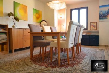 David Carmo et Antonio Soares vous présentent un magnifique et lumineux Duplex proche de toutes commodités! Venez  visiter avec nous ce chaleureux bien au dernier étage avec ascenseur d'une résidence rénovée en  2014.<br><br>Il se compose d'un hall d'entrée et d'un  WC séparé, une cuisine équipée fermée (possibilité d'un coin repas) et un magnifique  living et salle à manger avec son feu ouvert. A l'étage, un hall de nuit, une salle de bains avec baignoire ainsi 3 grandes chambres à coucher.<br><br>Pas de garage mais possibilité de reprise de location à 120€/m en sous terrain.<br><br>Nous recherchons en permanence pour la vente appartements, maisons, terrains à bâtir et projets autorisés pour clientèle existante. Achat éventuel par notre société.<br>N'hésiter pas à nous contacter pour une estimation gratuite et la mise en vente de votre bien immobilier.<br><br>Pour plus de renseignements, veuillez contacter Monsieur David Carmo ou Monsieur Soares Antonio au 54 02 44<br><br />Ref agence :2243209