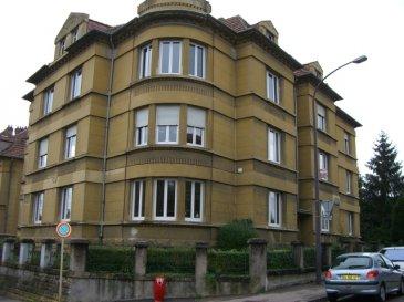 Rue du 19 Novembre, au 2ème étage, appartement 4 pièces de 88m², comprenant une entrée, une cuisine avec balcon, un salon-séjour, 2 chambres, une salle de bains/WC. Cave. Chauffage individuel au gaz. Disponible à compter du 01 Décembre 2016
