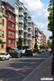 Nous vous proposons un appartement luxueux et lumineux de &#43;/- 73m2 utiles au 5ème étage, dans une nouvelle résidence &lsquo;Ambiente&lsquo; avec des finitions de haut standing et vue imprenable. <br><br>La résidence est équipée avec un système de chauffage urbain.<br><br>L&lsquo;appartement de 73.02m2 de surface habitable se présente comme suit :<br><br>Hall d&lsquo;entrée avec parlophone et armoire garde-robe en bois précieux faite sur mesure.<br>Cuisine ouverte  équipée très moderne et de haute standing en forme de U,<br><br>Living grande pièce comme bureau spacieux avec porte fenêtre donnant accès au balcon (3.38m2),<br><br>Salle de douche, lavabo et WC (branchement pour machine à laver  et sèche linge prévu)<br>WC séparé,<br>Débarras / pièce comme archivage<br><br>Bureau sol revêtu en parquet<br><br>L&lsquo;appartement est équipé avec des volets électrique , du carrelage de grande format dans toute l&lsquo;appartement ainsi d&lsquo;éclairage de plafond dans chaque les pièces<br>Hall d&lsquo;entrée équipée avec une garde-robe en bois précieux faite sur mesure<br>sol revêtu en parquet et carrelage<br>chauffage : installation d&lsquo;un système de chauffage urbain avec une classe énergique A/B<br><br>Parking souterrain privatif (-2)<br>Cave privatisée (-2)<br>Buanderie commune<br>Local poubelle<br><br>Conditions :<br>garantie bancaire 2 mois de loyer<br>payement du 1er loyer<br>frais d&lsquo;agence 1 mois de loyer &#43;17% TVA<br><br>Situation :<br>L&lsquo;appartement situé à Limpertsberg proche du Centre Ville, avec accès facile aux grands axes routiers. Maints restaurants, cafés et petites boutiques à quelques pas. Transport public à courte distance.<br><br><br />Ref agence :gw-979965