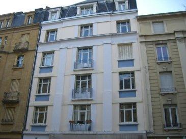 METZ SAINTE THERESE, rue Pasteur.  Au 3ème étage, appartement 4 pièces de 90m² comprenant entrée, salon, séjour, cuisine indépendante, deux chambres, salle de bains, WC. Garage.  Chauffage individuel au gaz. Disponible à partir du 1er octobre 2016.