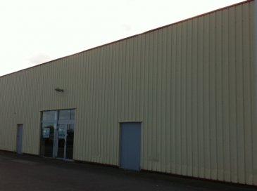Maison. Emplacement n°1 <br>local de 130m² dans la plus importante zone commerciale de Derval. parking.<br>loyer 1 500euros, dépôt de garantie 4 500euros<br>IGOR IMMOBILIER<br>02 40 55 39 68 <br>www.igor-immobilier.com<br><br>
